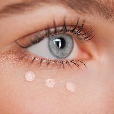 正确使用眼霜达到保湿抗老的效果