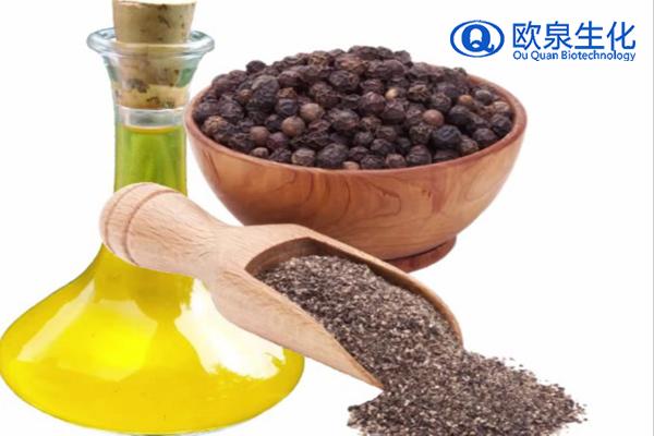 香熏按摩油是指由花、叶、 水果皮、树皮等所抽出的一种挥发性油,我们称它为精油。它有植物特有的芳香及药理上的效果。香疗精油约有200种之多,有单一不含其它香料,也有混合和其它香料而成。 熏衣草能肩负起很多重要的任务,用起来也方便。它是自然的杀菌、消毒剂,具有抗忧郁、镇定和解毒的功能,可促进康复,预防伤疤,它能激发身体的免疫系统,伤口的细胞经过它的激发后,通过按摩的方式更能让人的的皮肤接受,会加速再生,帮助身体恢复。 按摩法:各种不同的按摩手法会给肌肤带来意想不到的准效果。 将1-2滴精油滴入5-10ml左右的植物基底油,混合后即成保养油或 按摩油。按摩使用的好时机就是在刚洗完澡时,趁着身体微湿时效果才好。按摩时,力道可视需要而有不同,较快较重的按摩如搓揉、拍击,可提振精神;而轻柔的抚触、按压,则可消除疲劳或帮助睡眠。