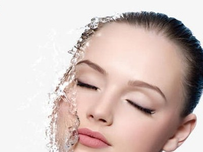 化妆水怎么用才更补水保湿