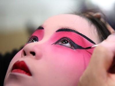 美妆厂家告你女生常见的化妆误区